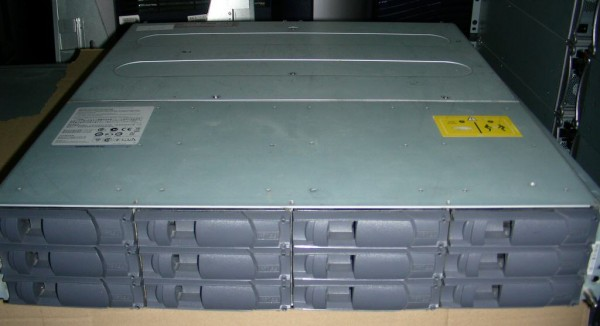 FAS2220 - 5.4 TB brutto - 12x 450GB 15k SAS - Single Controller